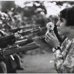 Fille à la fleur – Marc Riboud 1967